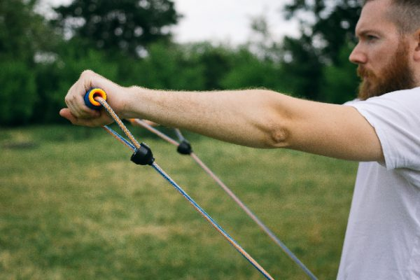 下半身をチューブでトレーニングする方法3選┃大腿四頭筋、中臀筋、ハムストリングスにアプローチ