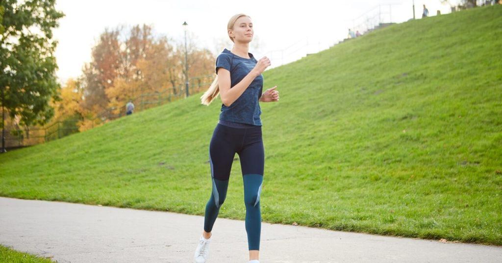ダイエットにランニングはNG?筋トレと有酸素運動の正しい選び方   グ ...